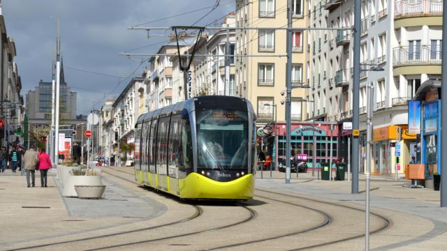 Brest - Le tramway en plein coeur du centre ville