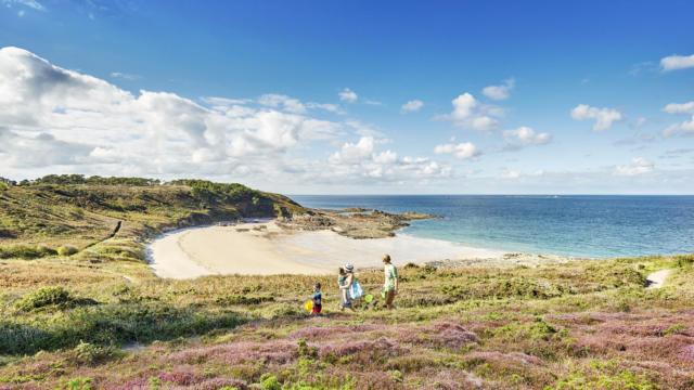 Sortie à la plage sauvage du Portuais en Famille