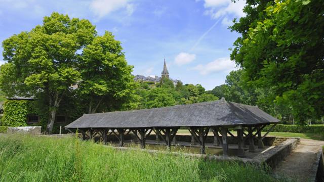 Becherel, Petite Cite de Caractere de Bretagne, est la ville choisie pour implanter le projet de l'association : La Cite du Livre.LavoirCite d'Art.