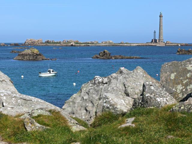 Vue sur le phare de l'Ile Vierge