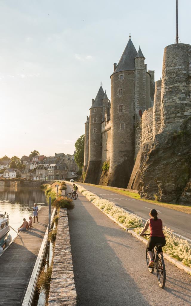 1-josselin-le-long-du-canal-emmanuel-berthier.jpg