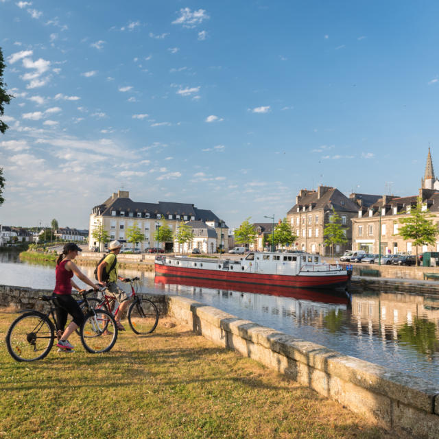 Balade à vélo, le long du canal à Pontivy