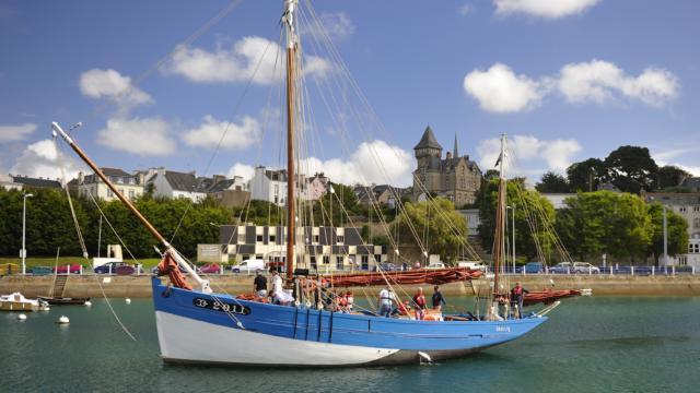 le bateau le Saint-Guenole dans le port
