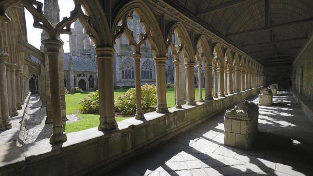Tréguier - Cloître de la cathédrale
