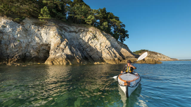France, Finistere (29), Crozon, kayak sur la presqu'ile de Crozon