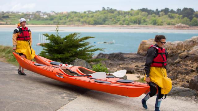 accostez-en-kayak-au-phare-de-la-croix-1.jpg
