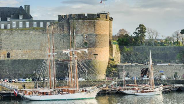 Le château sur le port militaire - Brest