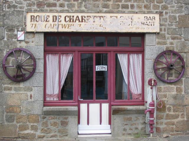 cogles-vitrine.jpg