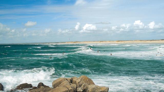 Surfeurs a la Pointe de la Torche