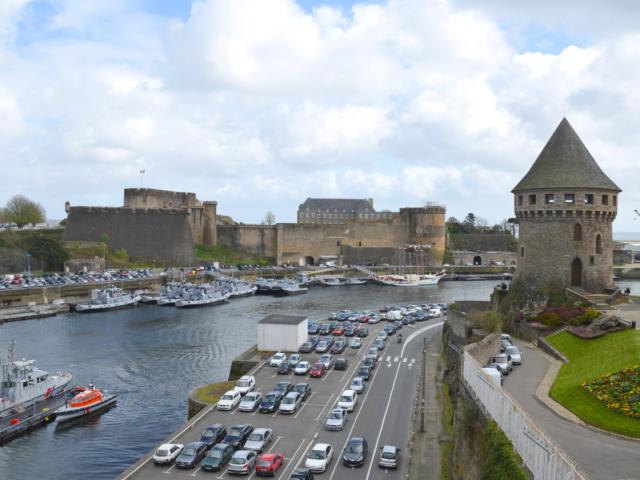 La tour Tanguy et le port militaire de Brest