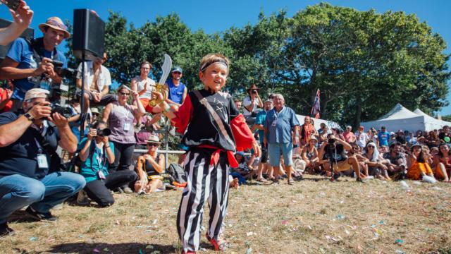 festival-du-bout-du-monde-concours-de-deguisement3-nicolas-le-gruiec.jpg