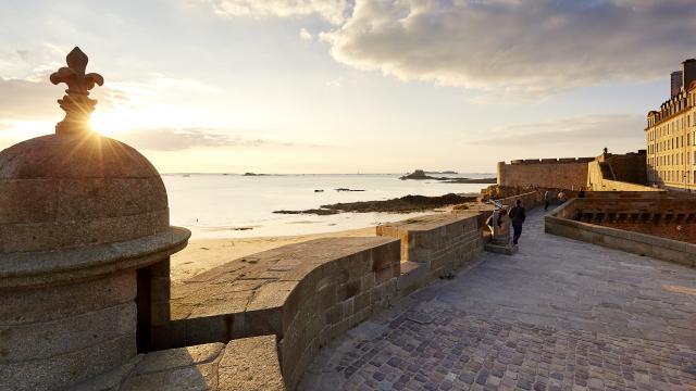 Coucher du soleil sur les remparts de Saint-Malo