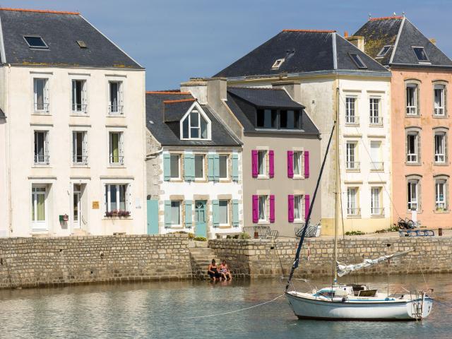 Maisons colorées sur l'île de Sein