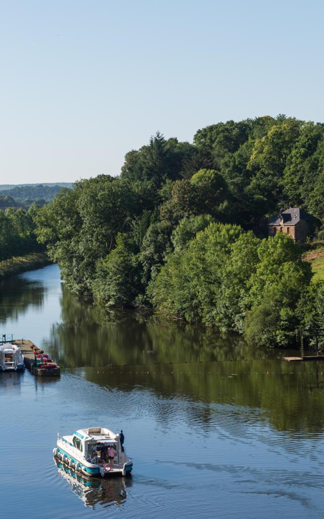1-cluse-de-josselin-canal-de-nantes-brest-berthier-emmanuel.jpg
