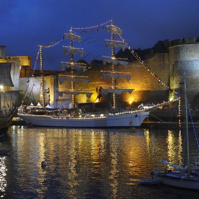 Le port de Brest de nuit