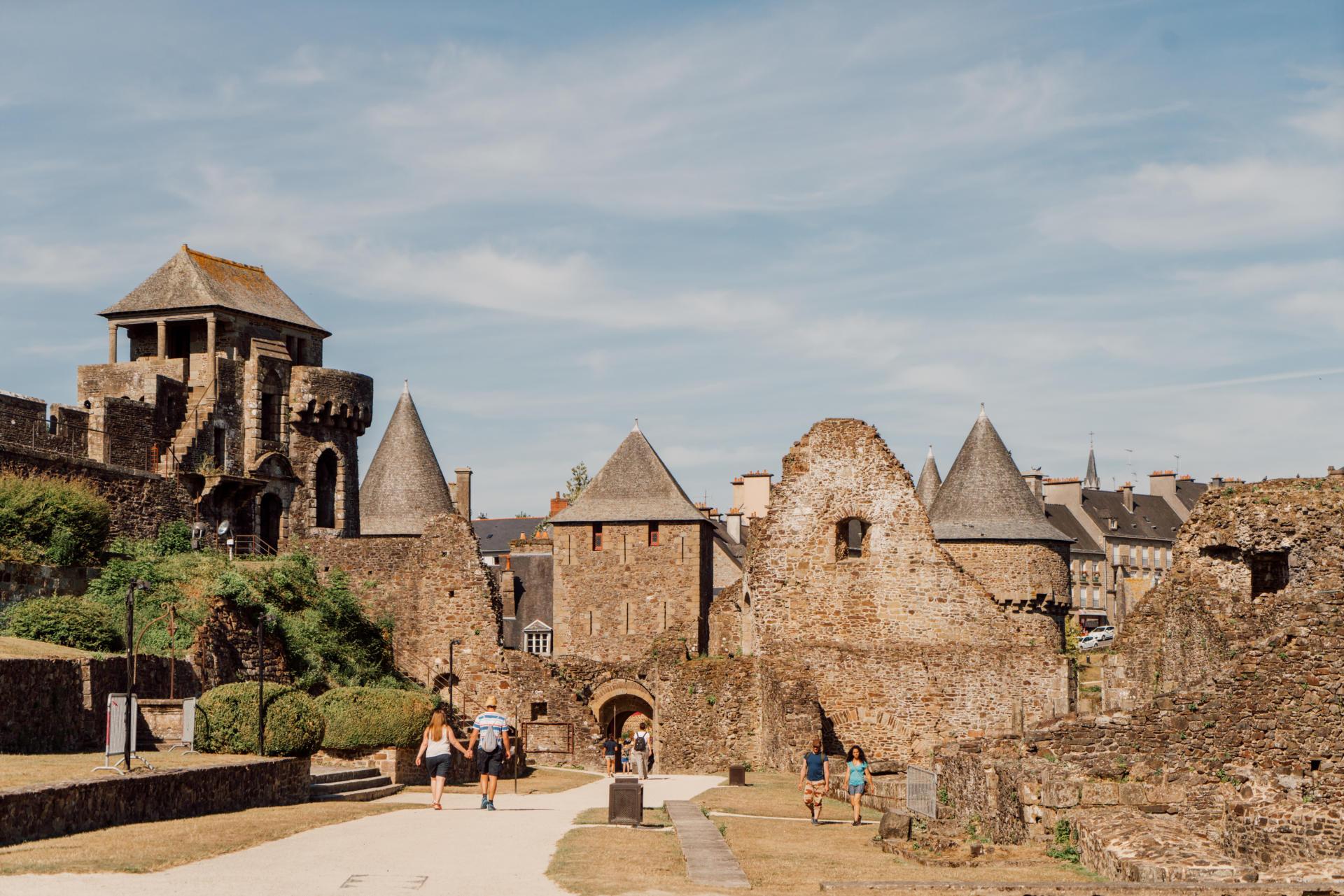 Chateau De Fougeres C Noe