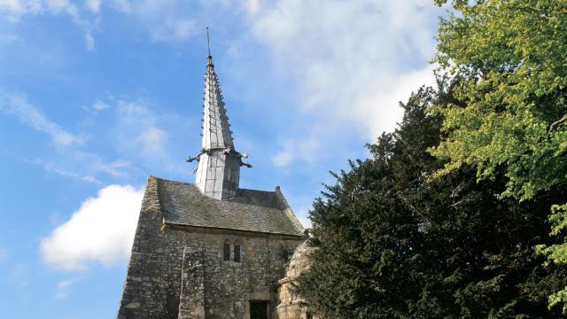 Au centre du bourg de Plougrescant, la chapelle classée de Saint-Gonéry