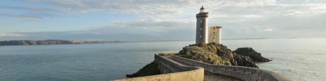 Le phare de la pointe du Petit Minou et la rade de Brest