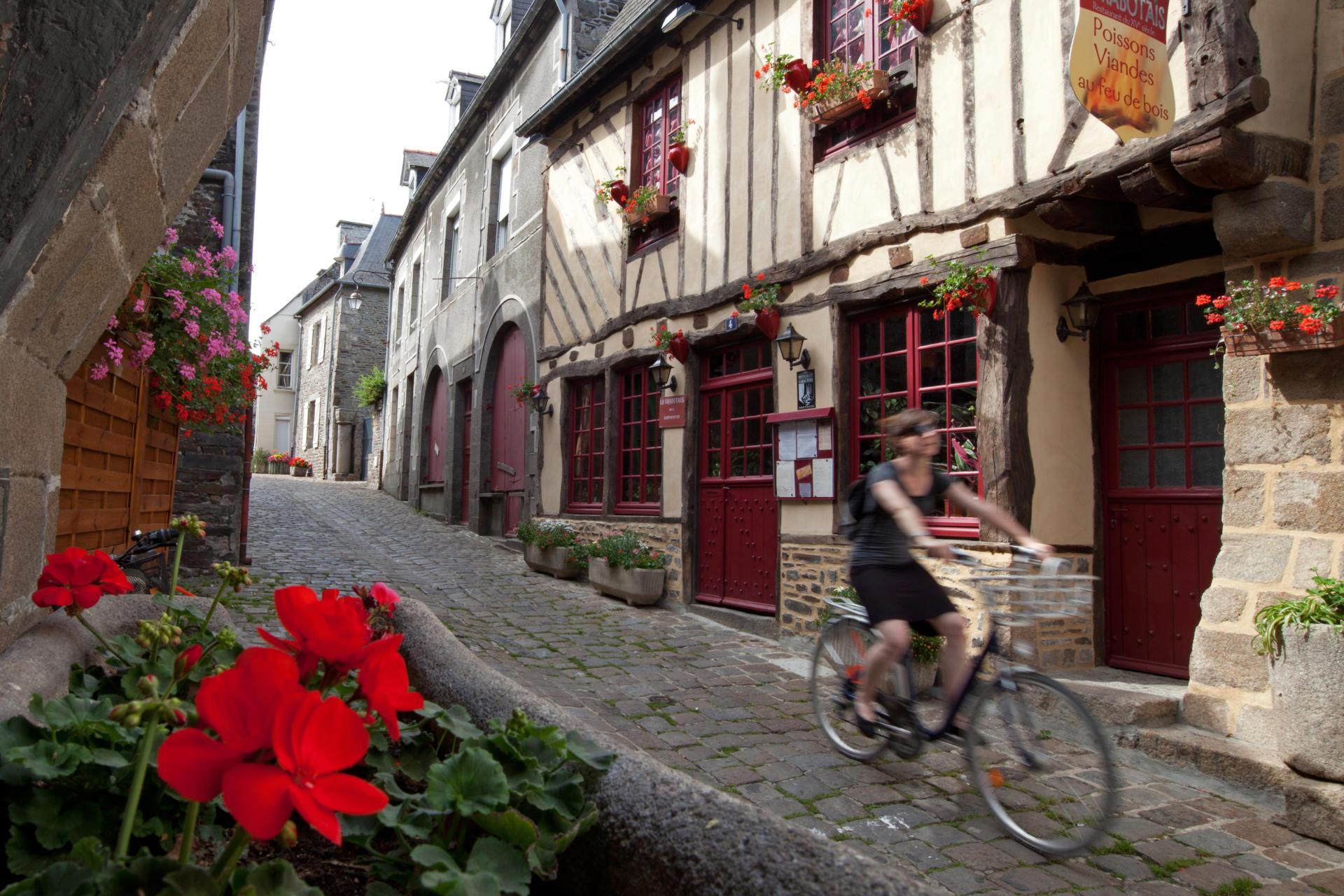 Dol-de-Bretagne and Mont-Dol   Brittany Tourism