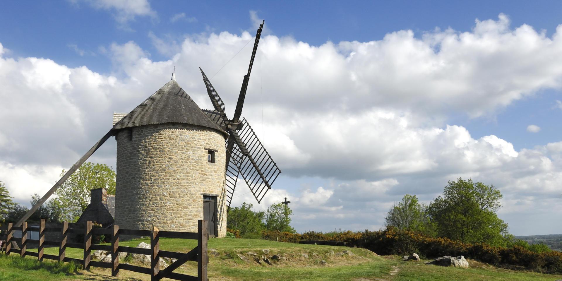 Dol De Bretagne And Mont Dol Brittany Tourism
