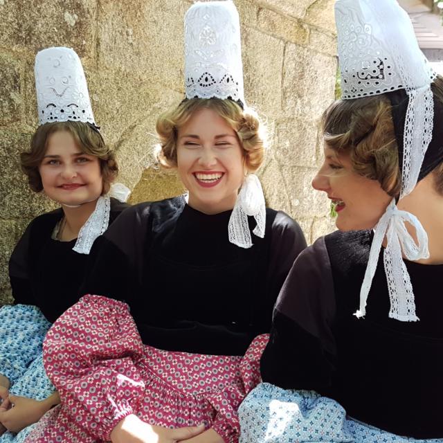 Costume Bigouden et coiffe pour la Fête des Brodeuses à Pont-l'Abbé