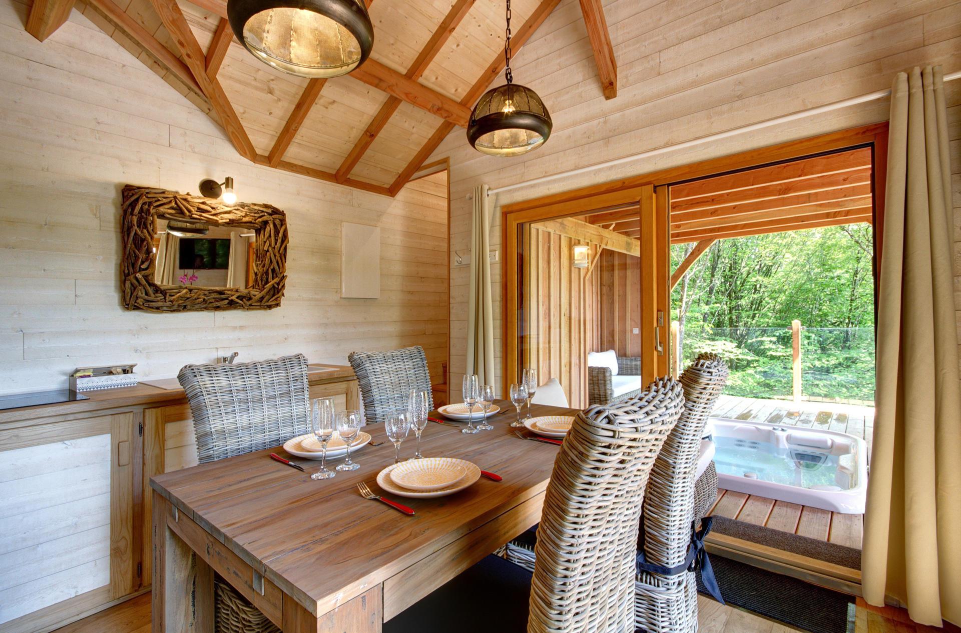 des cabanes d 39 exception pour glamper chic tourisme. Black Bedroom Furniture Sets. Home Design Ideas