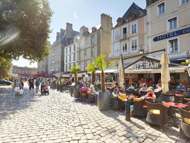 Balade en famille dans les rues de Saint-Malo