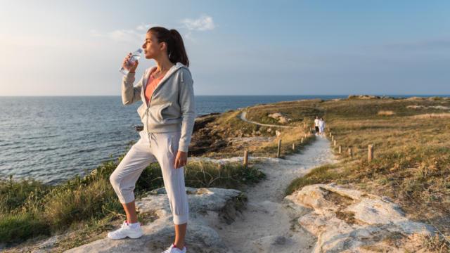 Femme faisant son footing sur la presqu'île de Quiberon