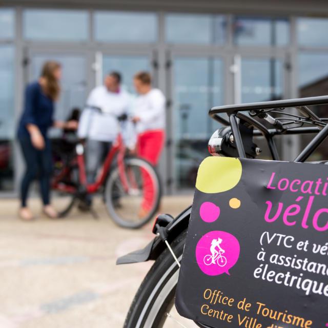 Location de vélos à assistance électrique à l'office de tourisme d'Erquy