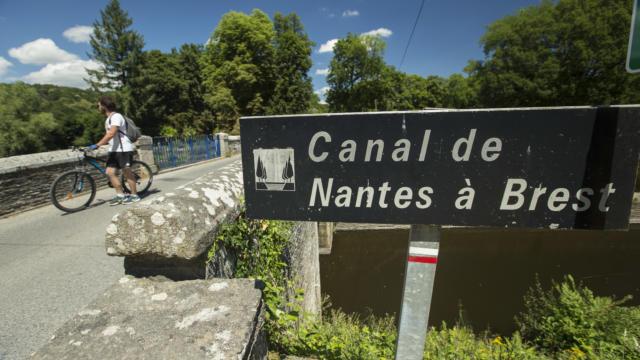 canal-de-nantes-brest-yannick-derennes.jpg