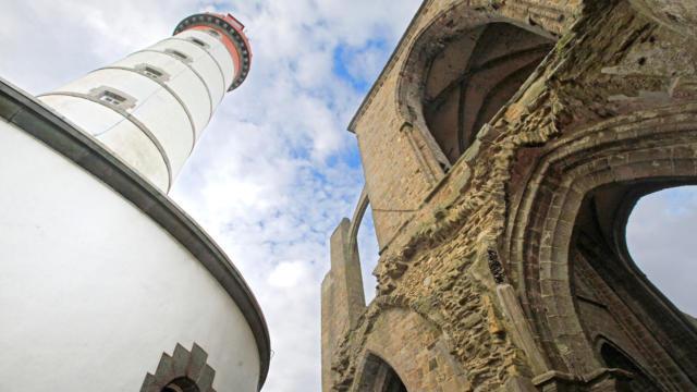 labbaye-et-le-phare-de-la-pointe-saint-mathieu-torset-pierre.jpg