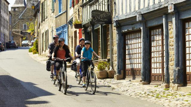 A vélo en famille dans les cités bretonnes