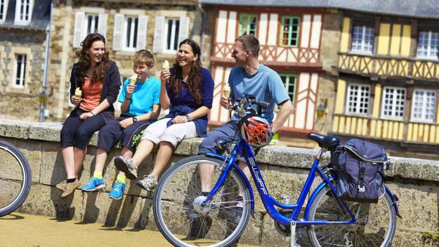 Pause glace en famille à vélo