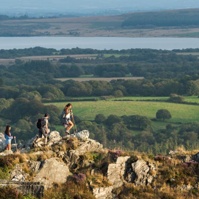 Randonnée sur le mont Saint-Michel de Brasparts et vue sur les Monts d'Arrée dans le Parc Naturel Régional d'Armorique