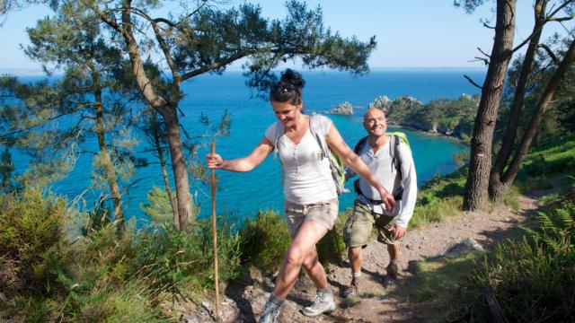 Randonnée sur la presqu'île de Crozon, la pointe de Saint-Hernot appelle l'île Vierge