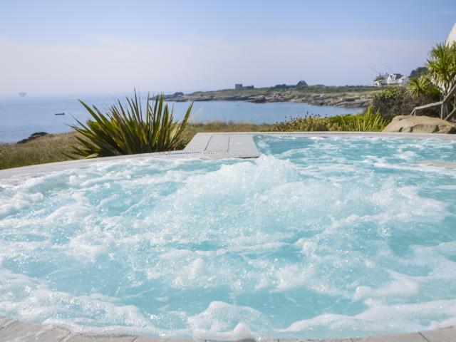 Jacuzzi du Sofitel Quiberon Thalassa Sea and Spa
