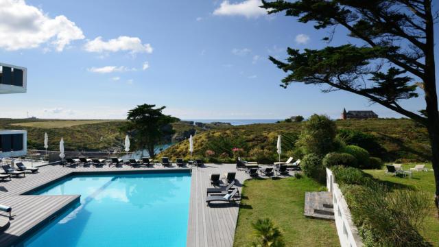 piscine-exterieure-castel-clara2.jpg