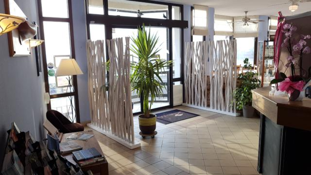reception-accueil-hotel-face-mer-les-chants-dailes-la-turballe.jpg