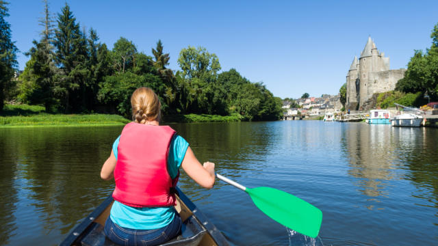 kayak-sur-le-canal-de-nantes-brest-josselin-emmanuel-berthier.jpg