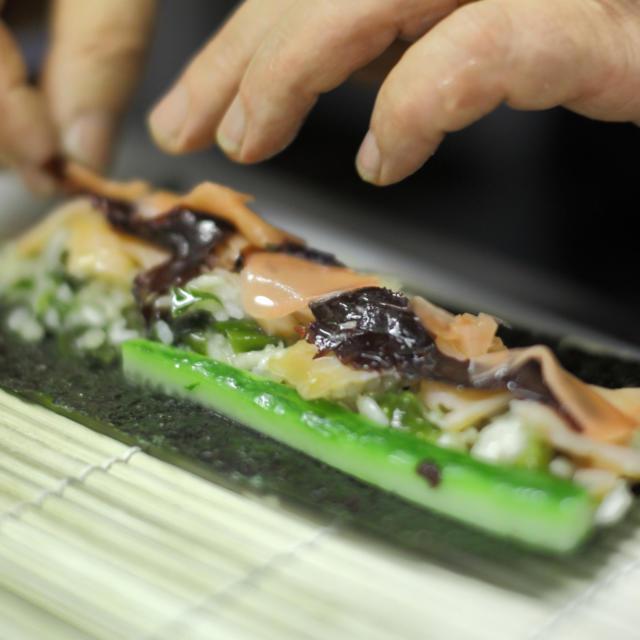 fabrication-de-maki-avec-algues-bretonnes-torset-pierre.jpg
