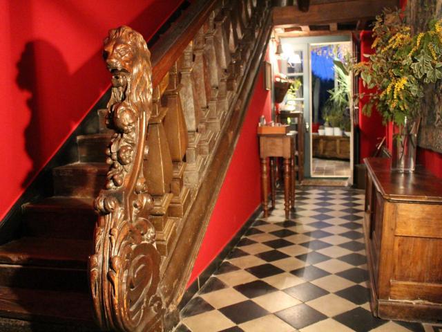 manoir-de-la-baronnie-escalier-saint-malo.jpg
