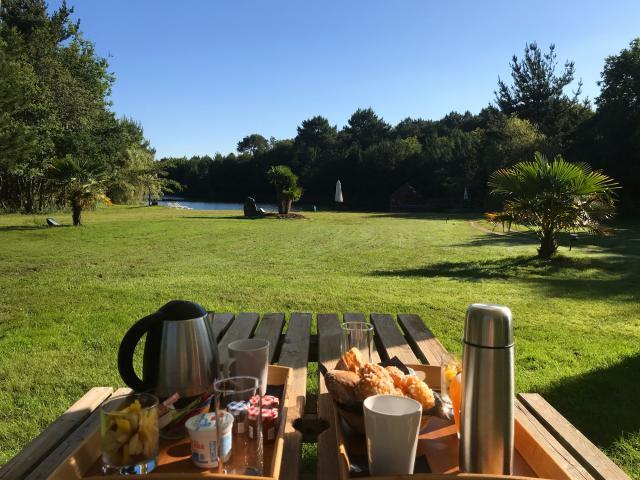 Domaine de Lann Hallat - Plougoumelen - petit déjeuner en pleine nature