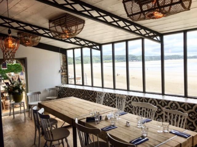 hotel-de-la-plage-table-dhte2.png