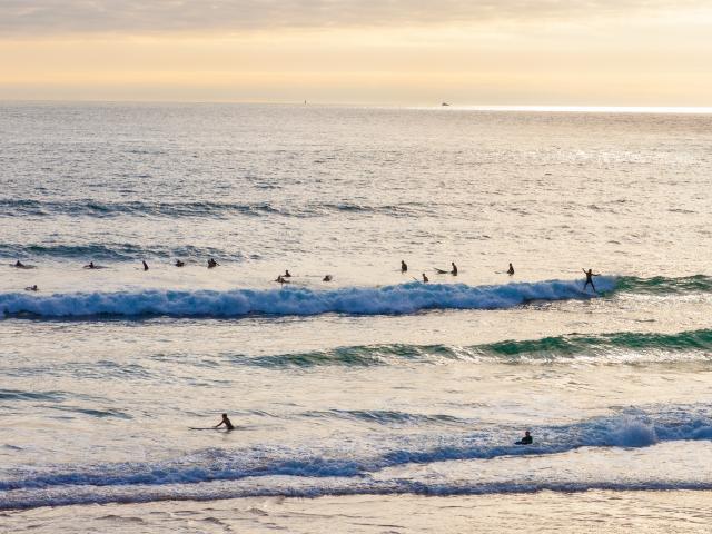surfeurs-sur-la-plage-du-minou-eugenie-ragot.jpg