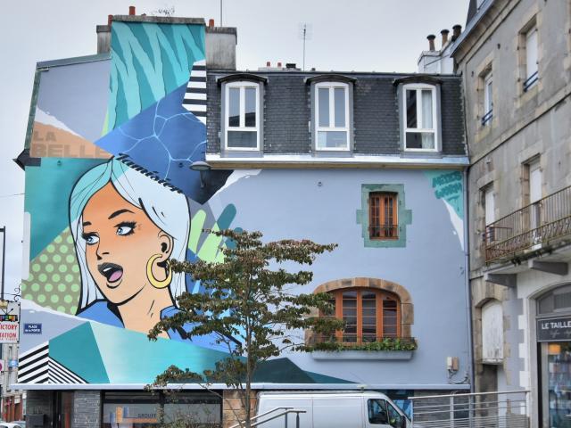 Fresque située au 52 rue de la Porte et réalisée par le graffeur Eddy Barclem / Worm, représente