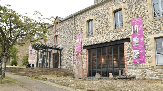 Saint-Just - Maison des mégalithes
