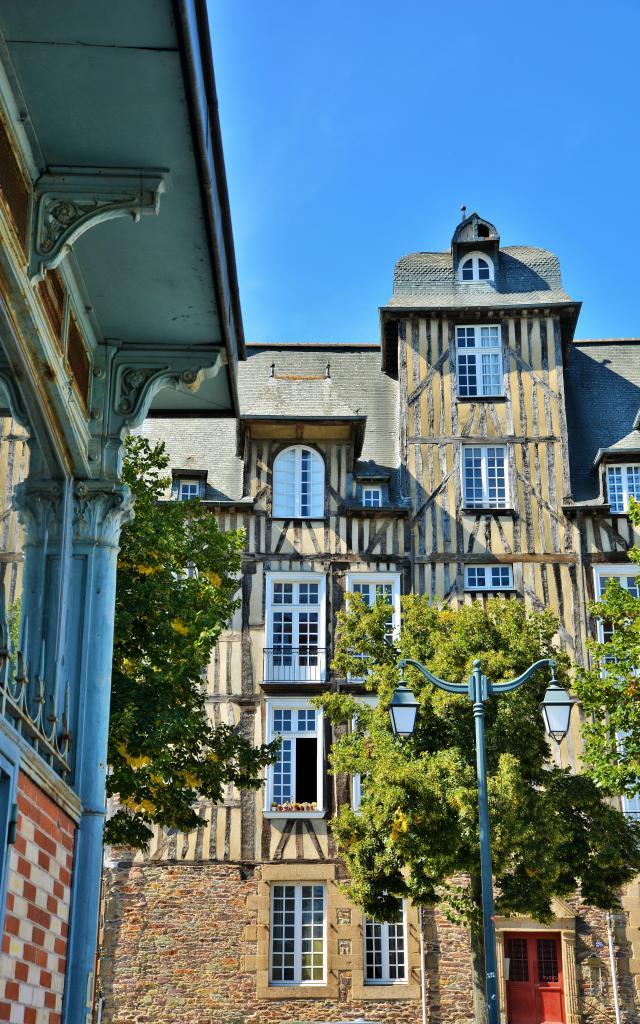 Rennes - Place des Lices - maison à pans de bois