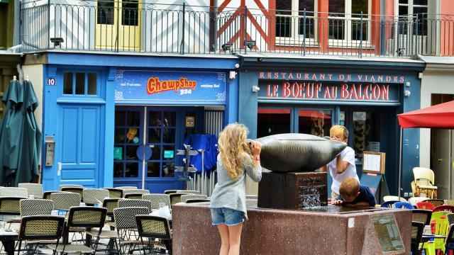 Rennes - Place Rallier-du-Baty - sculpture Chrysalide - Sylvain Dubuisson