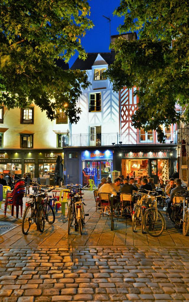 Rennes - Place Rallier-du-Baty - terrasse en soirée