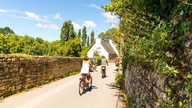 Ruelle en vélo a l'île aux moines